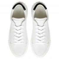 BLABBER - White - Low top sneakers