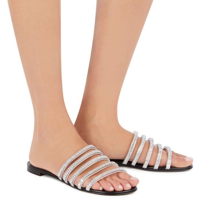 MICHELA - Silberfarben - Flache Schuhe