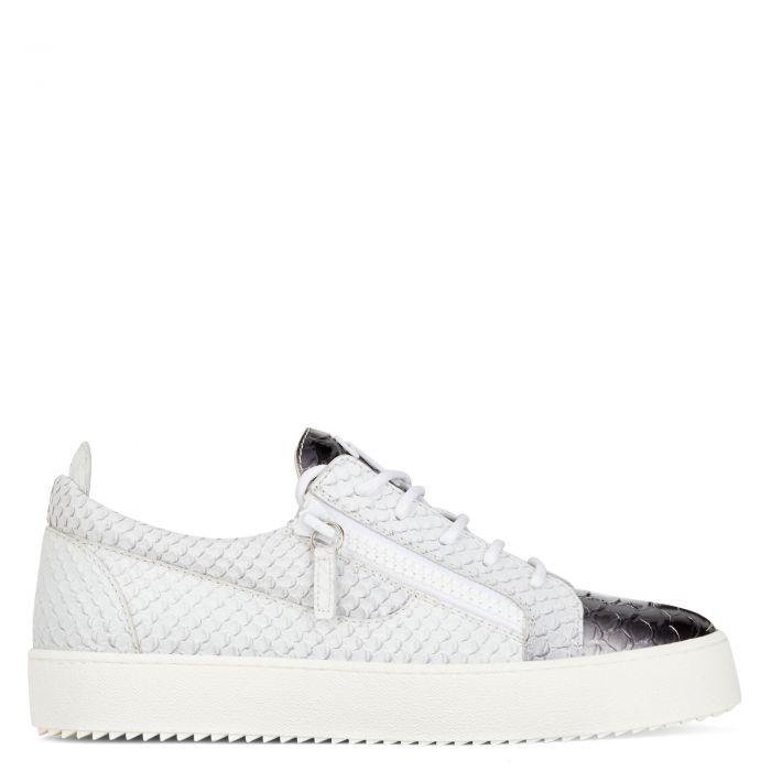 FRANKIE - Low top sneakers